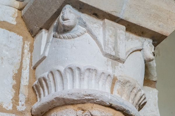 Bramber, St Nicholas Church photo, Carved capital with human faces