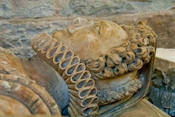 Brecon Cathedral photo, 17th century alabaster tomb effigy