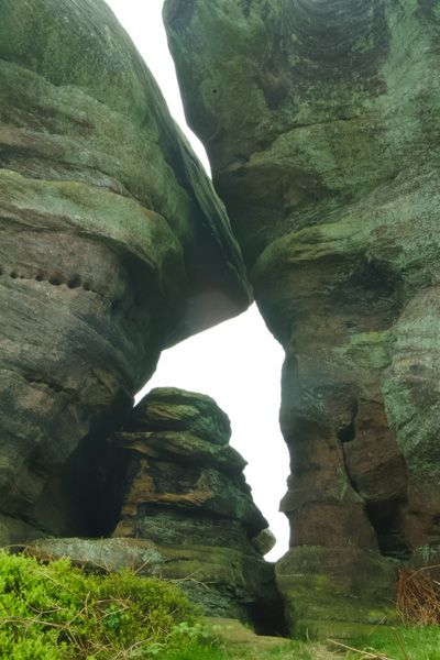 Brimham Rocks photo, A pair of rocks leaning together