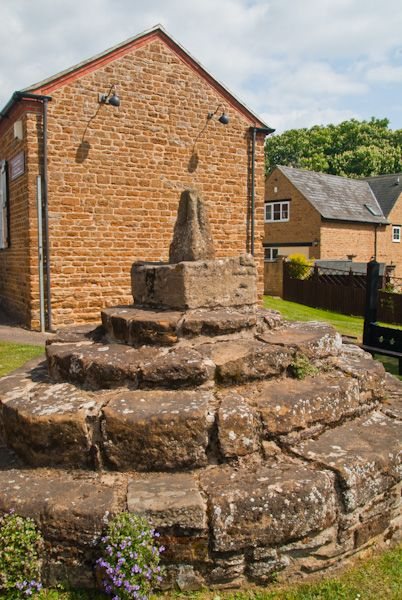 Brixworth photo, Medieval Cross