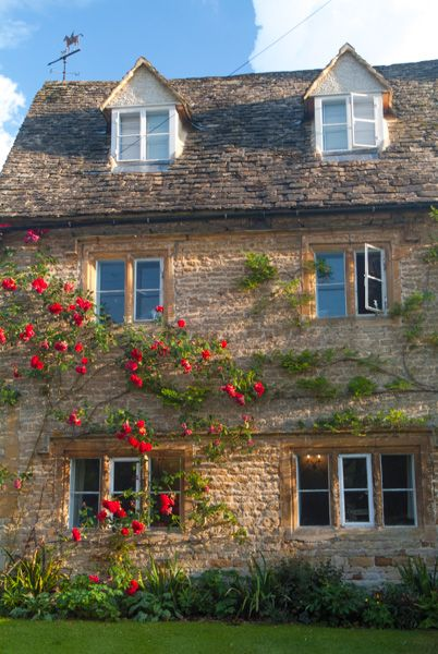 Broadwell photo, A pretty Cotswold cottage near the green