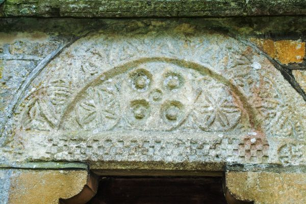 Broadwell photo, Norman tympanum on St Paul's church, Broadwell