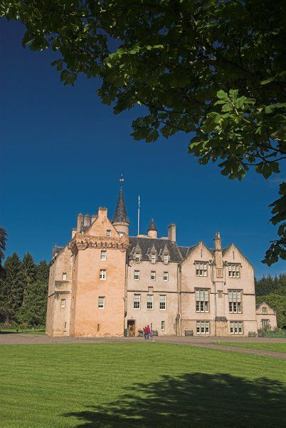 Brodie Castle photo, Approaching the castle