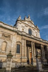Brompton Oratory, The west facade facing Brompton Road