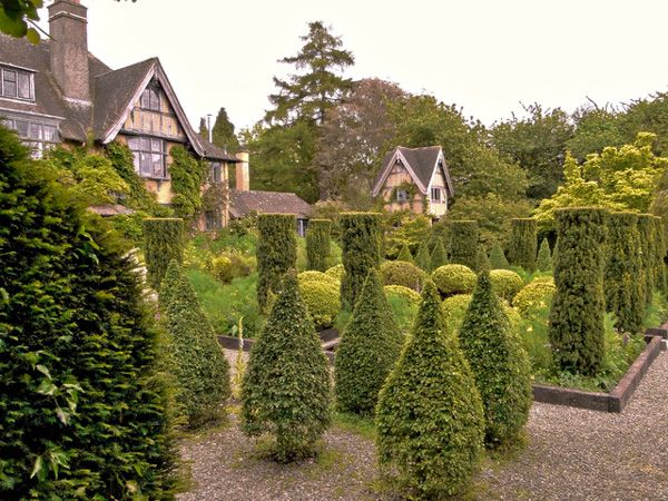 Bryan's Ground  photo, The house and formal gardens (c) Philip Pankhurst