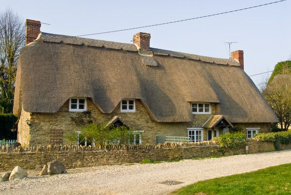 Buckland photo, traditional thatched cottage