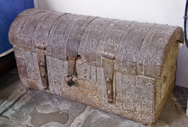 Buckland photo, 12th century chest