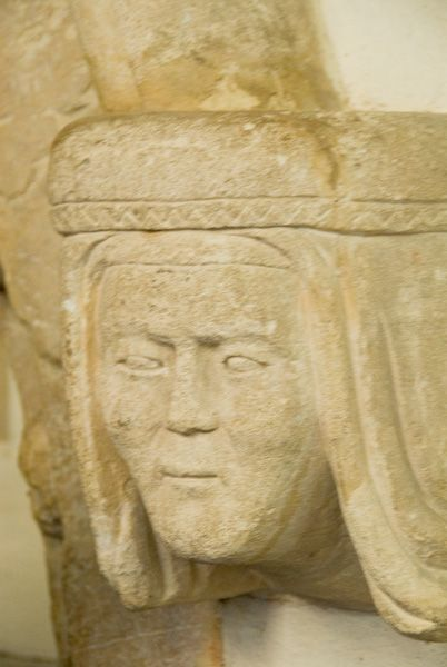 Buckland, St Mary photo, Carved head on tomb