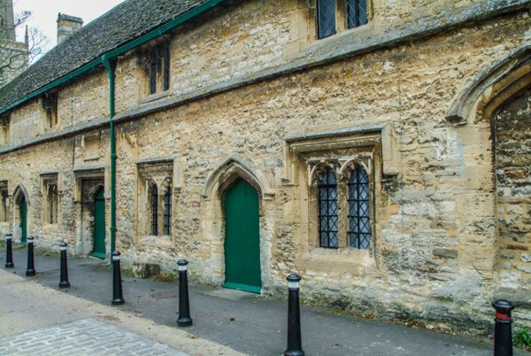 Burford photo, 15th century almshouses on Church Green