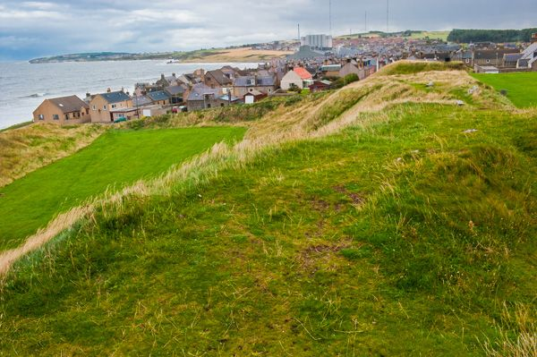 Burghead Promontory Fort photo, Looking along the earthworks