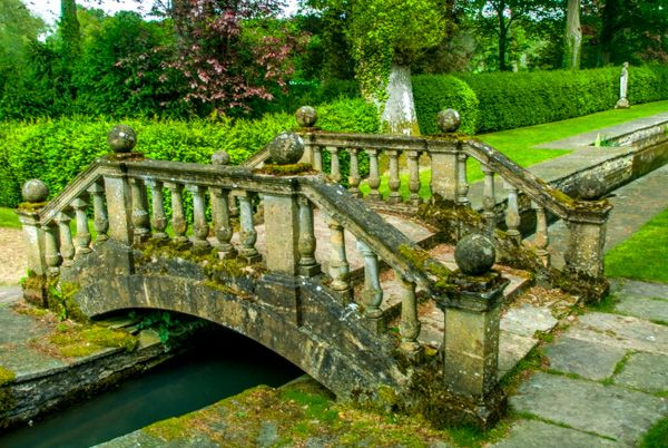 Buscot Park photo, A bridge in the water gardens