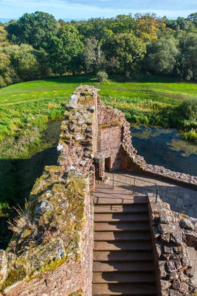 Caerlaverock Castle photo, Looking down from atop the Nithsdale Lodging