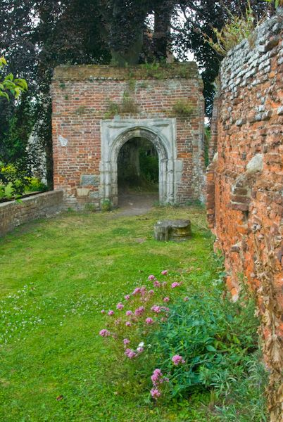 Greyfriars Chapel and Franciscan Garden photo, Chapel gateway arch