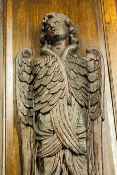 Capesthorne Hall photo, Carved wooden angel in the chapel