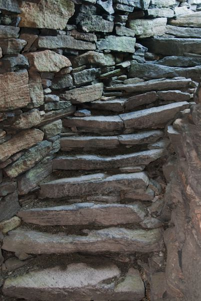 Dun Carloway Broch photo, Stair within wall