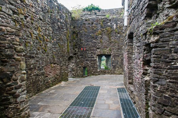 Carmarthen Castle photo, Ruined chamber over the gate
