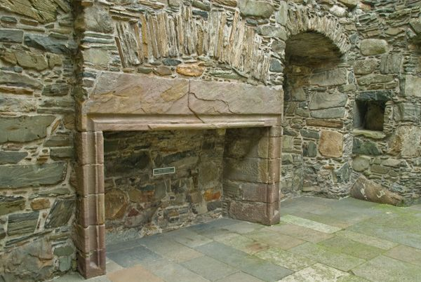 Carsluith Castle photo, Fireplace in the Hall