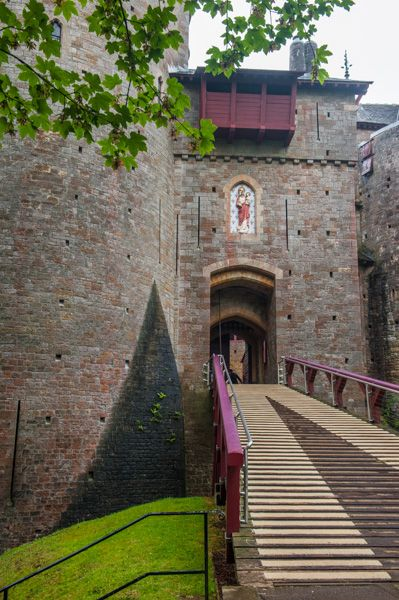 Castell Coch photo, The castle entrance