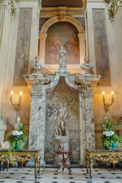 Castle Howard photo, The entrance hall