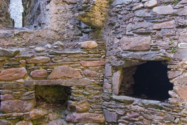 Castle Sween photo, Bread ovens in the kitchen