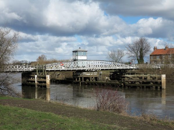Cawood photo, Cawood swing bridge (c) Trevor Littlewood