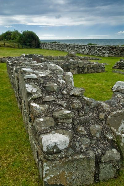 Chapel Finian photo, Foundation walls 2