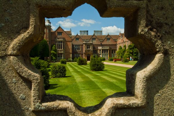 Charlecote Park photo, Peering through the gatehouse wall