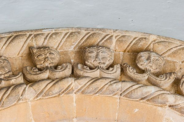 Charney Bassett, St Peter's Church photo, Doorway arch carving