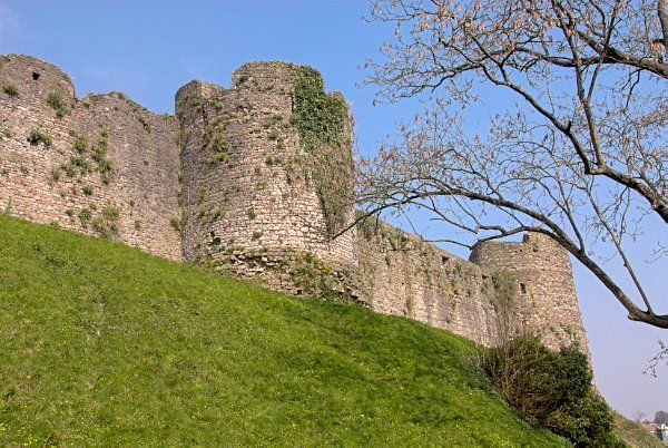 Chepstow Castle photo, Exterior walls