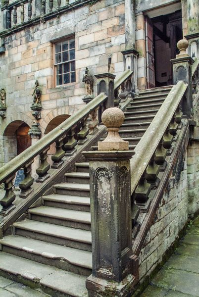 Chillingham Castle photo, Main entrance staircase