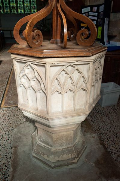Chipping Norton, St Mary's Church photo, 14th century font