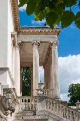 Chiswick House, The house entrance