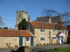 Kirkbymoorside, All Saints church and cottages (c) Pauline E