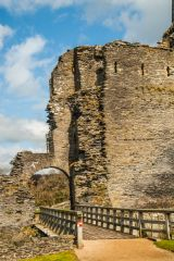 Cilgerran Castle, Crossing the drawbridge