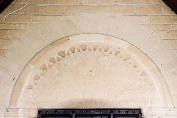 Clanfield, st Stephen's Church photo, Norman south doorway arch