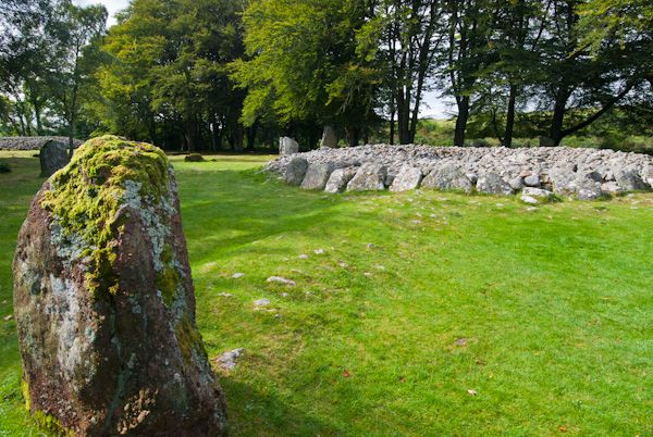 Clava Cairns photo, Cairn with standing stone