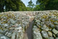 Clava Cairns, Cairn passage