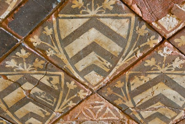 Cleeve Abbey photo, 13th century floor tile - Clare arms
