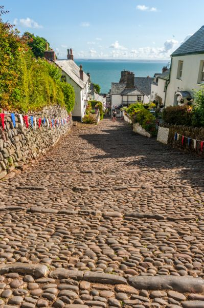 Clovelly photo, Looking down (literally) the cobbled main street
