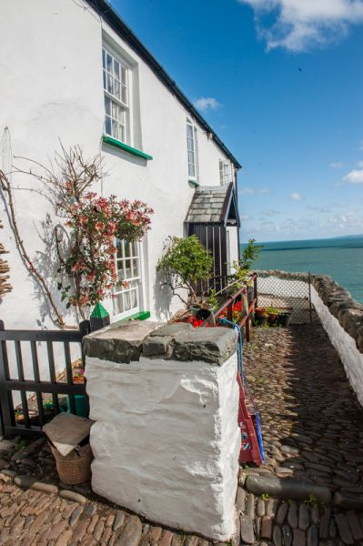 Clovelly photo, A cobbled patio overlooking the harbour