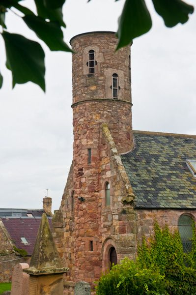 Cockburnspath Parish Church photo, Rounded west tower