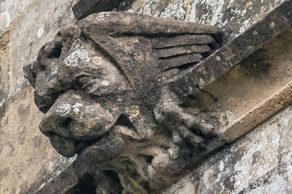 Codford St Peter photo, Carved lion's head, south wall
