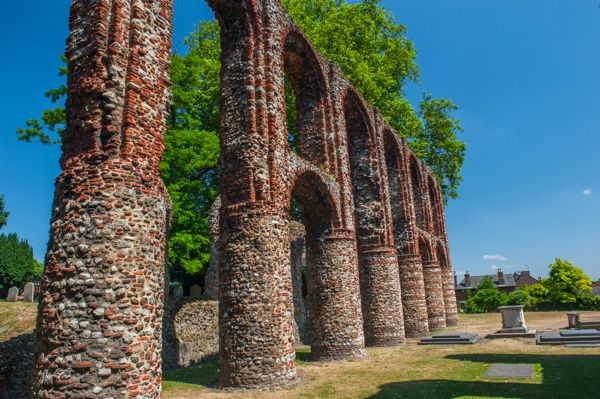 St Botolph's Priory photo, Abbey church pillars