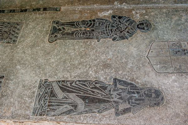 Compton Verney Chapel photo, 16th century brass to a knight and his family