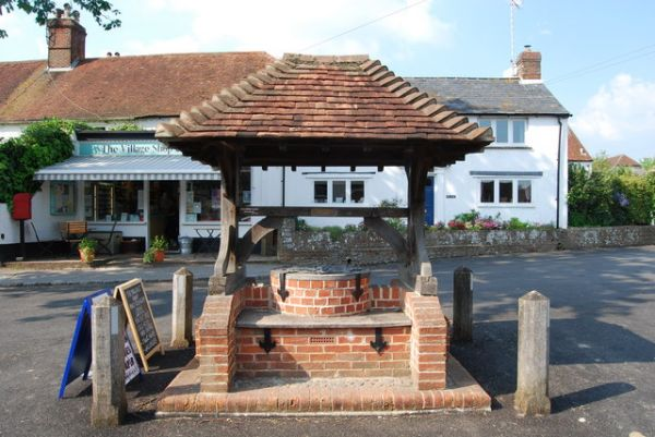 Compton photo, The village well (c) Barry Shimmon