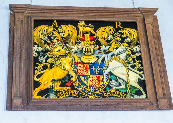 Cooling, St James Church photo, Queen Anne royal coat of arms