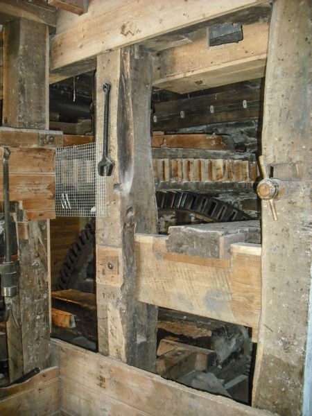 Cotehele Mill photo, Large geared wheels driving the grind stones