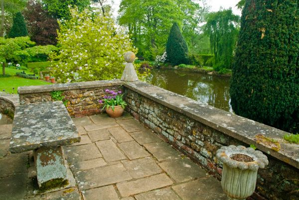 Coton Manor Gardens photo, A garden terrace near the house