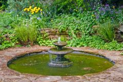 Coton Manor Gardens, A small garden fountain