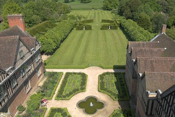 Coughton Court photo, Formal gardens behind Coughton Court